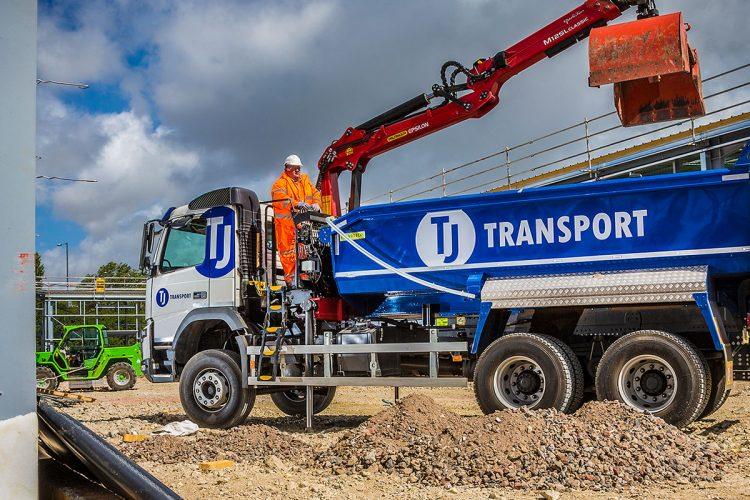 TJ Waste grab lorry loading waste